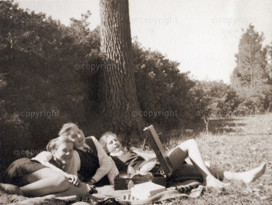 Music for Moderns - relaxing with a gramaphone