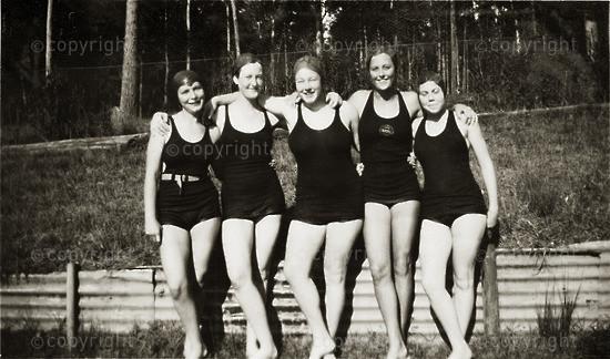 Swimming friends - original pool